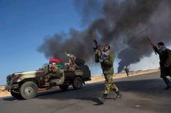 原油受到人事变动和利比亚问题反弹 晚间关注底部支撑